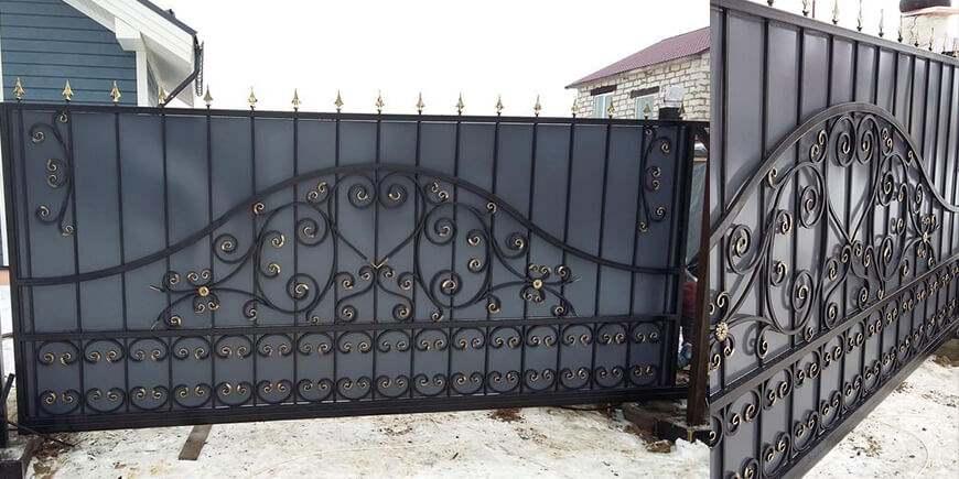 Кованые откатные ворота под заказ